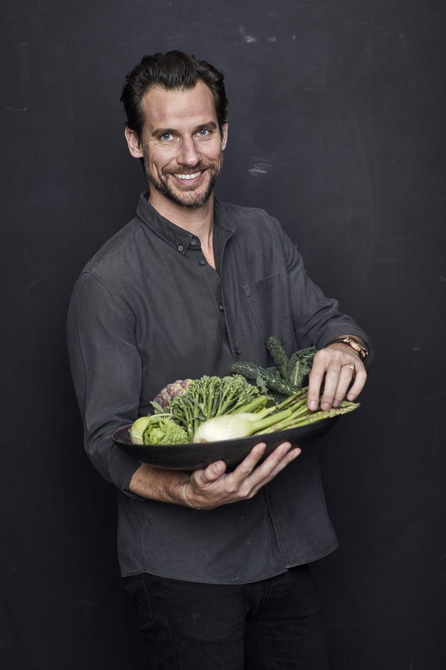 Christian Bitz er utdannet cand.scient i human ernæring og har lenge jobbet med å fremme folkehelsen. Bitz er opinionsleder og debattant med en markant holdning til sunnhet.