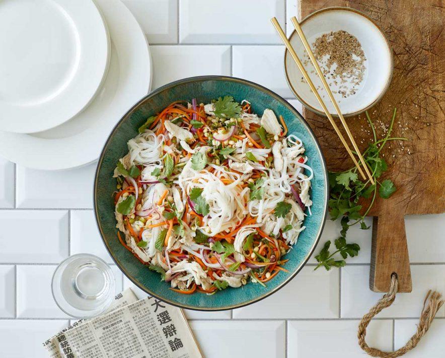 Ta med smaksløkene til en annen kant av verden. Prøv en salat med asiatisk vri. Sunn, enkel og god nudelsalat.