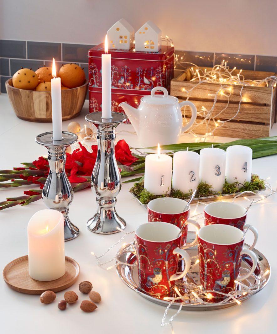 TRADISJONELL JUL: For de fleste av oss er juledekorasjon synonymt med nisse og røde detaljer. Fremdeles er det mye av dette å finne på markedet og sammen med andre, moderne dekorasjon kan det bli riktig så dekorativt.