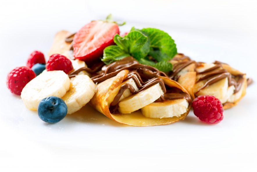 Bruk den tradisjonelle steketakken til å lage den franske favoritten crêpes. Crêpes med banan og nutella blir en søt nytelse.