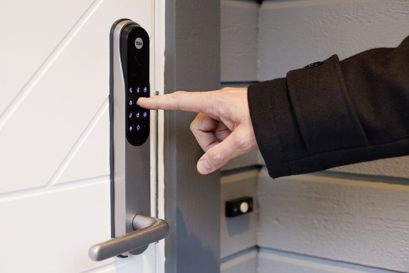 Vellidte Gjør hjemmet trygt med Yale Doorman mens du er på sommerferie - Jernia VH-88
