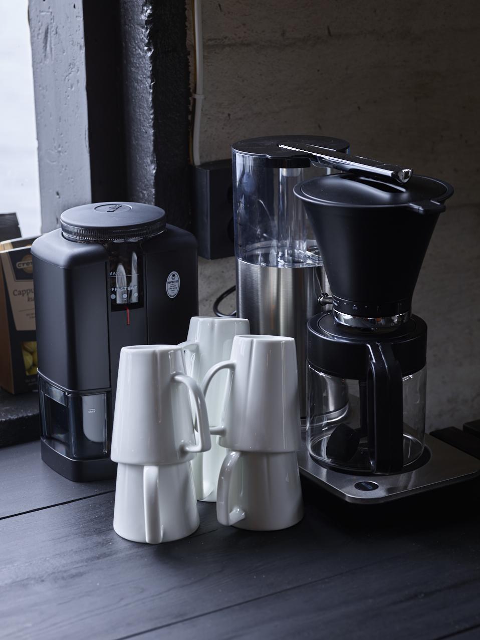 En flott kaffetrakter i børstet stål kan gjøre seg som et fint designelement på kjøkkenbenken.