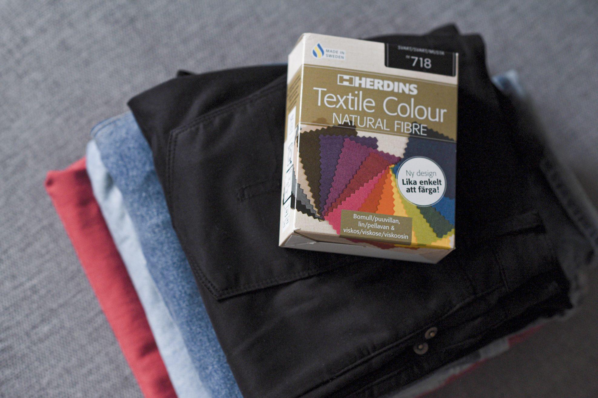 Hvordan få utvaska bukser svarte igjen og gulnede skjorter