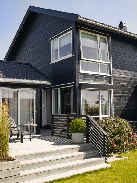 Male hus i år? Jotun Dempet Sort 9938 er et populært valg som gir et tøft uttrykk. Foto: Jotun