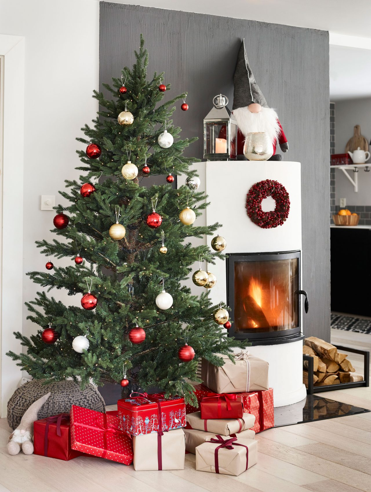 JULETREFOT: Men med den riktige juletrefoten kan du få treet til både å holde seg grønt og fint i hele romjula og vel så det, og ikke minst til å stå rett.