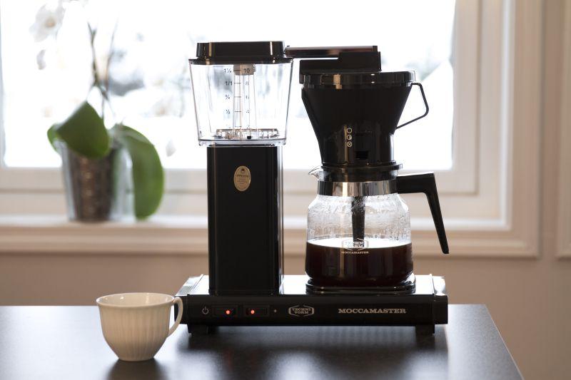 KAFFE: Hemmeligheten bak god kaffe avhenger av mer en hvordan du brygger den. Ifølge ekspertene er det viktigste hvor fersk kaffen er.