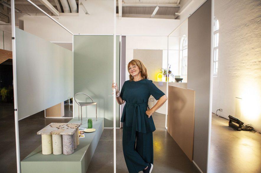 Lisbeth Larsen, global fargesjef i Jotun, har det siste året ledet et omfattende samarbeid med farge- og trendforskere. Resultatet ser man i fargekartet «Identity». FOTO: Brand Studio