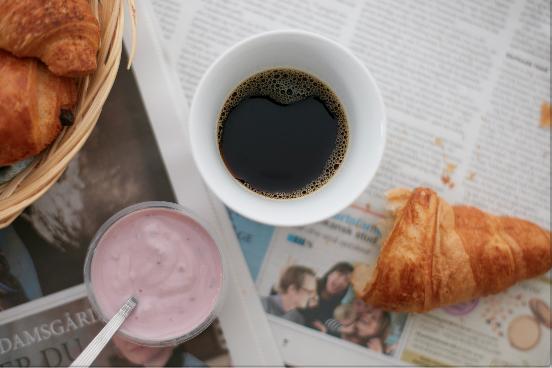 Det å våkne til nytraktet kaffe, gir alltid en god start på dagen.