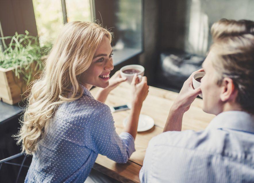 Nordmenn elsker kaffe. Vi drikker i gjennomsnitt nest mest kaffe i hele verden, kun slått av Finland. Ikke bare elsker vi kaffe, vi stiller krav til smakfull, varm kaffe. Derfor har Moccamaster blitt nordmenns favoritt kaffetrakter.