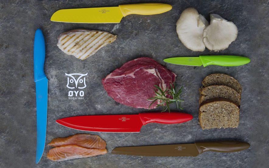 MAT FOR BARNA: Matlaging er gøy, og spesielt når barna for lov til å delta. La de prøve nye smaker og få være med på matlagingen. Her ser du knivsettet på fem deler fra Øyo. En kniv tilpasset hver matgruppe.